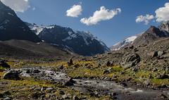 El poder del agua... (Camila Mateluna) Tags: mountains rio river landscape paisaje andes montaa cordillera cajondelmaipo elmorado