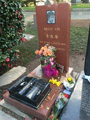 gravesite of the actor bruce lee, near us  in the cemetary next to volunteer park in capitol hill (Aleksander & Milam) Tags: seattle grave cemetary brucelee