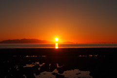 Sunset behind Isle of Arran seen from Barassie beach Troon (cmax211) Tags: uk sea beach scotland clyde sundown blurred isle arran firth goatfell troon ayrshire barassie mediumquality