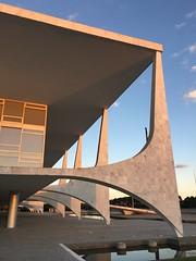 Palcio do Planalto (filipecalmon) Tags: sunset braslia poente oscarniemeyer palciodoplanalto