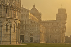 Foschia / Mist (Pisa, Tuscany, Italy)(Explore!!!) (AndreaPucci) Tags: italy misty sunrise cathedral pisa explore tuscany leaningtower canoneos60 andreapucci