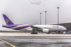 Thai Airways | HS-TJT | Boeing 777-2D7(ER) (Kan Rattaphol) Tags: boeing bkk thaiairways b777 b777200 suvarnabhumiairport vtbs thaiairwaysinternational suvarnabhumiinternationalairport hstjt
