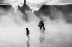miroir d'eau (Valentino Belloni) Tags: street people blackandwhite playing france fog 35mm nikon child noiretblanc bordeaux streetphotography brume miroirdeau