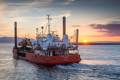 120 - Grete Fighter (md93) Tags: sunset clyde pier harbour calmac brodick ayrshire ardrossan dredger 366 gretefighter