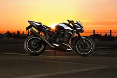 Kawasaki Z750 (Marcel Jurke) Tags: berlin bike canon sonnenuntergang himmel motorcycle dach sonnenaufgang kawasaki motorrad z1000 parkdeck blitzlicht zweirad 60d z705 prakplatz jurke