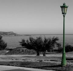 Farola. (agustincordoba_g) Tags: agustin cordoba guzman arte mar marinas flores cielo muelles columnas muñecaspaisajesmacetastrajes