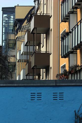 "Hinter der blauen Mauer • <a style=""font-size:0.8em;"" href=""http://www.flickr.com/photos/69570948@N04/25153960959/"" target=""_blank"">View on Flickr</a>"