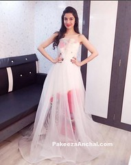 Divya Khosla Kumar in Gauri and Nainika at The Asian SPA Awards 2016 (shaf_prince) Tags: gowns bollywoodactress straplessgown designerwear sheergown straplessdresses celebritydresses offshoulderdress indianfashiondesigners divyakhoslakumar bollywooddesignerdresses actressingowns actressinpinkdresses transparentgown theasianspaawards2016