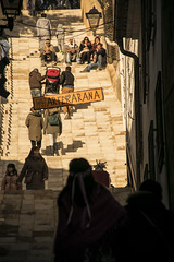 Fcil o difcil (palm z) Tags: espaa spain feria medieval escalera alicante mercado carro mercadillo bajar subir escalones subiendo escaln bajando villena peldaos peldao carricoche