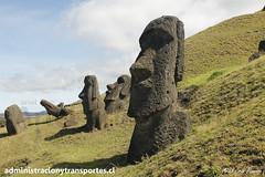 Rano Raraku - Isla de Pascua / Easter Island (Empezar de Cero / Ariel Cruz) Tags: chile volcano moai easterisland rapanui isladepascua volcn ranoraraku arielcruz