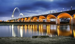 Oversteek Nijmegen (Cassius Klay) Tags: longexposure bridge light night nijmegen le bluehour brug blauwe uur oversteek