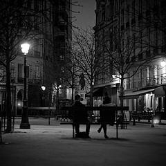 IMG_5220 - 3 (vladi.hamel) Tags: light people bw paris monochrome night canon blackwhite couple noiretblanc streetphotography nuit hommageadoisneau