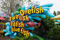 DSCF3043.jpg (mikepirnat) Tags: travel vacation fish sign orlando ride florida drseuss seusslanding universalorlando universalstudiosflorida onefishtwofishredfishbluefish