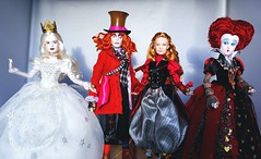 Go Ask Alice (ozthegreatandpowerful) Tags: film glass movie store doll dolls looking alice ds disney collection le through mad miranda wonderland limited edition hatter throughthelookingglass queenofhearts redqueen underland whitequeen iracebeth