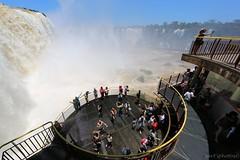 Turistando (Bert'sPhotos) Tags: brazil people paran brasil pessoas cataratas foz turistas iguassu iguau parquenacional iguazufalls fozdoiguau cataratasdoiguau parquenacionaldoiguau turistando turistandonascataratasdoiguau turistasnascataratas