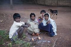 Kiwali - Bastar - India (wietsej) Tags: morning india zeiss children fire sony 2470 chhattisgarh a900 kiwali bastar sal2470z