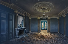 The broken mirror (Sckchen) Tags: abandoned urbanexploring verlassen urbex marode lostplaces dassoeckchen