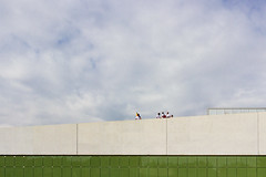 (Vctor Mndez (VM FotoVisual)) Tags: sky people color building lines clouds gente edificio streetphotography minimal cielo nubes lneas canon600d vmfotovisualstreet vmfotovisualminimal