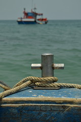 Mire (dans les eaux de Kho Samet) (bonnaudthomas) Tags: blue sea mer water boat eau rope bleu bateau corde
