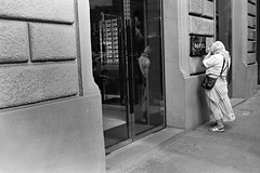 Gipsy by Gucci (sartographie) Tags: street leica portrait bw film analog self 35mm photography 50mm monocromo kodak trix iso e rodinal 800 bianco development nero m4 reportage summarit leicam4