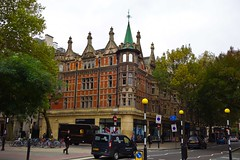 Waterstones, Malet Street (klaus_kinski) Tags: uk england london westminsterabbey thames museum angel kent unitedkingdom albert bigben victoria churchill britishmuseum holloway islington spaced sevenoaks tatebritain victoriaandalbert platt templechurch cheshirecheese ofchildhood saintmarythevirginplatt