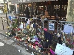 Brasserie : à la bonne bière - Paris 11 (stefff13) Tags: paris pray hommage brasserie bière terasse attentat