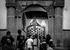 Kiss Under the Flying Christ (Mexico City. Gustavo Thomas  2016) (Gustavo Thomas) Tags: blackandwhite church monochrome fly flying mexicocity kiss christ jesus iglesia mexican bisou cristo mexicano eglise bnw beso ciudaddemxico