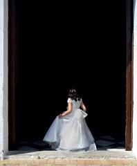 4181 (G de Tena) Tags: blanco puerta nikon negro iglesia nia traje imagen oscuridad comunion incienso