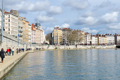 Lyon - Quais de Sane (sam.lati) Tags: city people france clouds river nikon lyon sp ii di if 1750 nuages tamron vc f28 embankment xr ville ld quais saone aspherical af1750mm d7000
