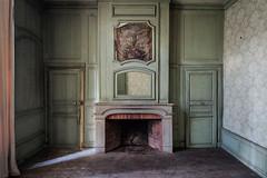 #696 (Vincent Ferron xplo) Tags: old abandoned colors fireplace d3 deadplaces