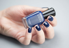 IMG_9466 (wouf_is_wouf) Tags: mer macro mannequin lumire turquoise femme main cyan bleu nails ciel beaut passion nailpolish reflets maquillage couleur azur doigts marque ocan ongles modle brillant vernis vernisongles naillacquer lgant npa sensualit fminits