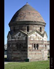 (PCB75) Tags: turkey kali trkiye tomb central trkei turquia turkish tomba kurdistan anatolia tombe erzurum kurdish kmbet theodosiopolis threetombs emirsaltuk uckumbetler kurdistanatirkiy bakurkurdistan trestombes saltuklustate teodosipolis