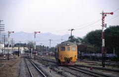 Thailand - Nakhon Lampang - The classic approach (railasia) Tags: thailand davenport infra nineties srt shuntingengine metergauge nakhonlampang dloco classicsignal changwatlampang