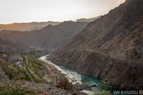 Elaktrownia nad rzeką Naryn