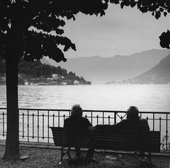 Cernobbio.5 (jean matthieu) Tags: light vacation sky people blackandwhite bw sun white lake holiday black como tree art film water vintage landscape fun photography grey lomo lomography italia artistic weekend perspective line come italie dolcevita argentique cernobbio italiana filmphotography argentic