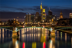 Frankfurt am main (zilverbat.) Tags: longexposure nightphotography bridge wallpaper urban architecture night river germany dark de landscape deutschland photography nightlights hessen nightshot riverside image frankfurt main visit financialdistrict german stadt bluehour gotham bild metropolitan bigcity afterdark pasen nachtfotografie brucke bankdistrict citytrip avondfotografie rivermain holbeinsteg nachtopname citybynight theriverside flserbrcke longexposurebynight bankarea elvinhagekpnplanetnl