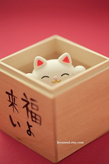 handmade lucky cat ,handmade clay dolls, handmade home decor (charles fukuyama) Tags: pet cat japanese kitten decoration kitty artdoll sculpted luckycat handmadedoll woodenbox japanstyle weddingcaketopper  kikuike