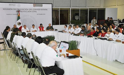 El gobernador Javier Duarte de Ochoa asistió a la Reunión de Evaluación de Daños, presidida por el presidente Enrique Peña Nieto