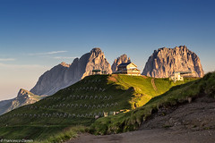 Rifugio all'alba (cesco.pb) Tags: italy mountains alps sunrise dawn italia alba alpi montagna trentino dolomites dolomiti rifugio dolomiten valdifassa sassolungo passopordoi trentinoaltoadige
