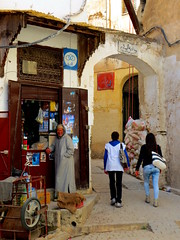 Fs -    (simon_berlin62) Tags: world life africa street city travel girls portrait man colour smile architecture photography store northafrica morocco arab fez maroc stadt maghreb medina rue ville marokko afrique  2016 fs   nordafrika afriquedunord  fselbali