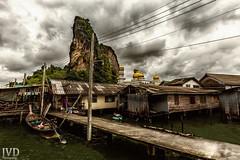 Mal eine neue Beabreitung des Fotos aus meinem Thailand-Urlaub. Die Menschen dort leben in einer Seestadt mitten auf dem Meer und versorgen sich selbst. (JvD_Photographie) Tags: world city travel sea sky cloud canon germany landscape thailand boat asia natur stunning cloudporn nicepic