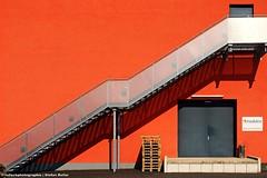 TREPPAUF TREPPAB XLII (rolleckphotographie) Tags: shadow urban architecture stairs facade colorful sony treppe simplicity architektur simple dsseldorf schatten tr fassade slta65v rolleckphotographie stefanrollar