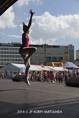 Dancers at Kuopio main square IV (JP Korpi-Vartiainen) Tags: city finland spring may april kuopio kevät kaupunki toukokuu huhtikuu pohjoissavo jpko