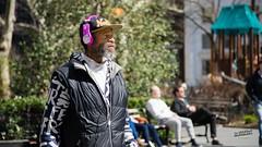 Madison Square Park (La Sociedad Heliogrfica) Tags: street plaza nyc newyorkcity people usa walking square gente manhattan hellokitty streetphotography sunny personas madisonsquarepark estadosunidos nuevayork