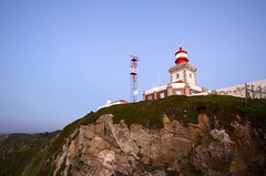 Lighthouse on the Cape (padraicsmeehan) Tags: sunset costa lighthouse portugal night dark evening coast europa europe afternoon sundown dusk eu cliffs pôrdosol noite farol portuguese atlanticocean navigation europeanunion colares crepúsculo cabodaroca falésia fimdetarde northatlantic penhasco português serradesintra caperoca promontoriummagnum westernmost sintramountains sintracascaisnaturalpark