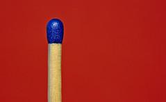 blue and red (GOLDFOCUS) Tags: blue red rot eos 50mm mini match nophotoshop blau makro streichholz ef autofocus extensiontube aufgabe eos400d macromondays vibrantminimalism