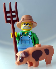 Pig Farmer (aktuaroslo) Tags: macro lego minifig 71011 leica45mm collectableminifigures lumixgh4