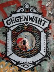 Fuji Selfie (Sockenhummel) Tags: graffiti fuji spiegel finepix fujifilm sabine spiegelbild tacheles x30 oranienburgerstrase sabinemarzahn fujix30