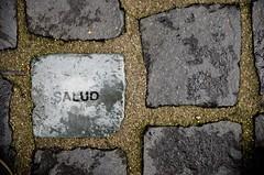 Salud! (Oha-Lau 2) Tags: nikon geneva health ginebra suelo piedra salud empedrado nikond7000
