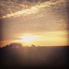 Là-haut sur la colline #nature #sun #skyporn